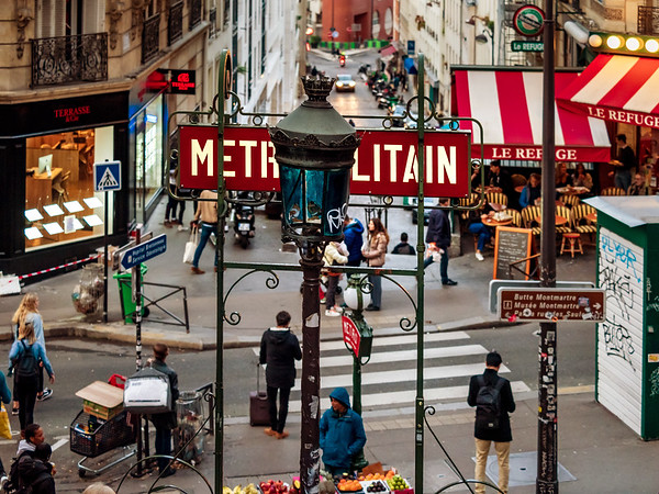 Editorial: 25th October 2019: Paris, France. Classical sign above the entrance to the metro
