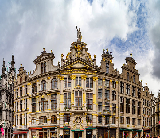 Editorial: 16th April 2017: Brussels, Belgium. High resolution panoramic street view. Pedestrian at Grand place.