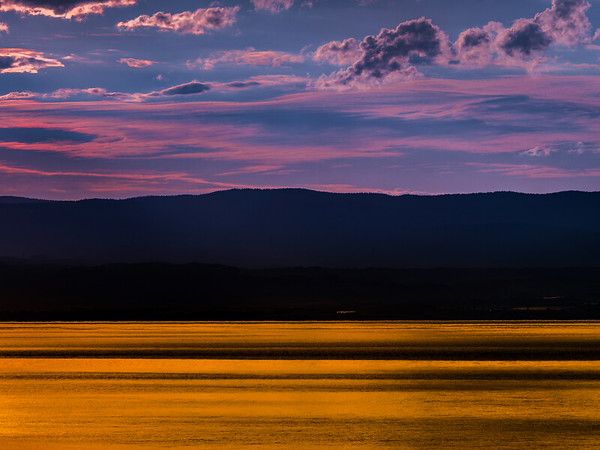 Gorgeous colors of the sunset over Lake Geneva, the reflection of the setting sun in the water, the atmosphere of peace and tranquility