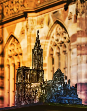 Miniature model of the Strasbourg Cathedral, made of bronze. Installed on the cathedral square.