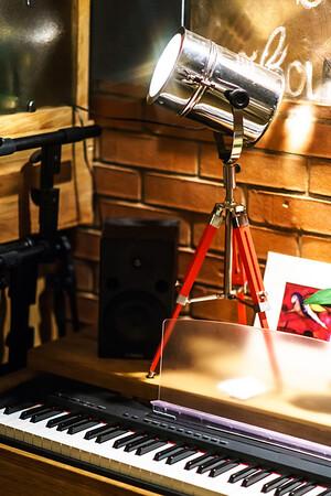Lighting device in night club