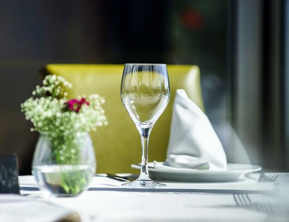 Fine restaurant dinner table setting