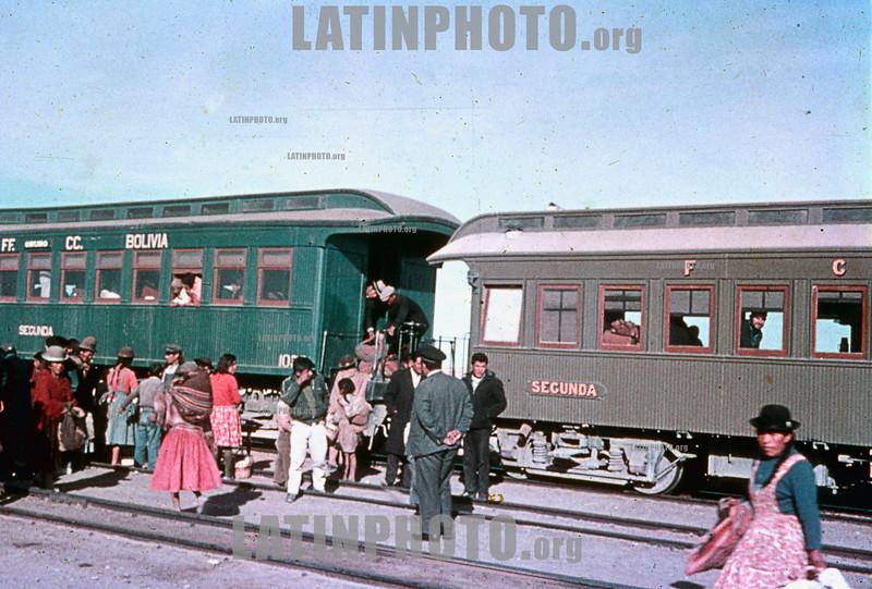 Bolivia : Sudamerica 1967 / South America 1967 / Bolivien : Bahnreisende 1967 © Michel Marcu/LATINPHOTO.org