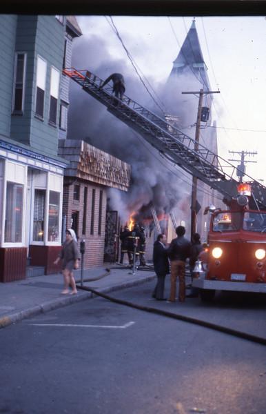 12/23/1978 - SOMERVILLE, MASS - WORKING FIRE 23 BOW ST