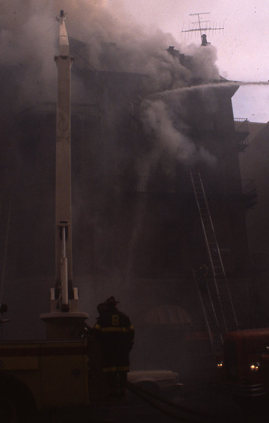 1/4/1981 - BOSTON, MASS - 8TH ALARM 0 NEWBURY ST