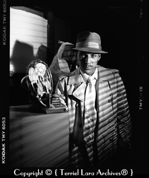 Mario Lara as Detective Muñoz