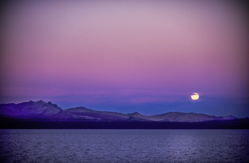 Moonrise at dawn Bariloche
