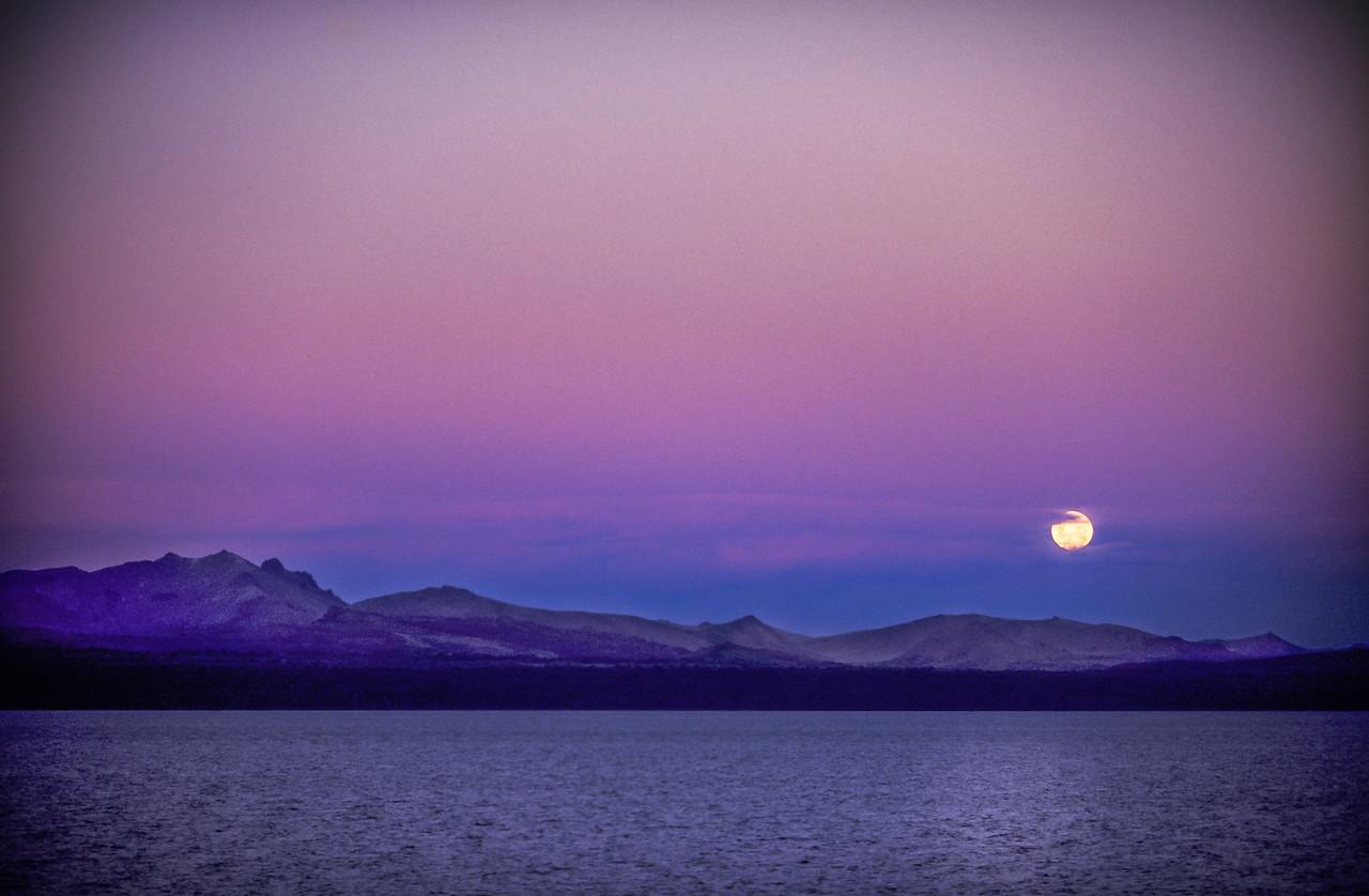 Moonrise at dawn Bariloche
