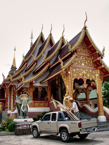 Chiang Mai - Elephant Sculpture and Temple