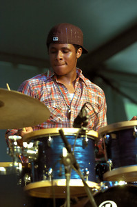 Ronald Bruner Jr. 2005  www.drummerworld.com/drummers/Ronald_Bruner_Jr.html