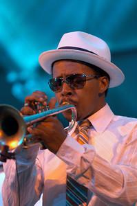Roy Hargrove 2005  www.royhargrove.com www.myspace.com/RoyHargrove