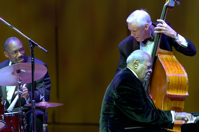 Oscar Peterson Trio  2005 Alvin Queen / Oscar Peterson / David Young   www.oscarpeterson.com