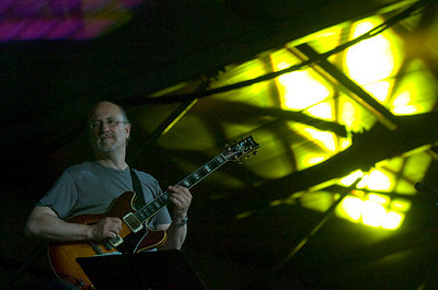 John Scofield  2007  www.johnscofield.com www.myspace.com/officialjohnscofield