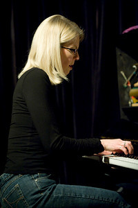 Nancy Walker  2010   http://nancywalkerjazz.com/