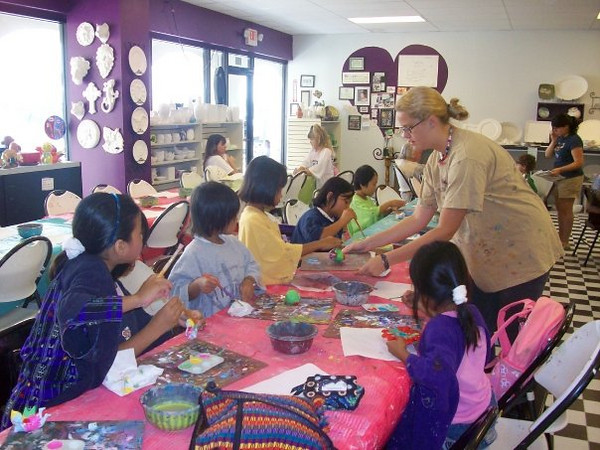 ARTreach intern Taylor Dolan brings the children from Burmese Resettlement to the ARTreach Studio at Ceramics by Tess in Katy