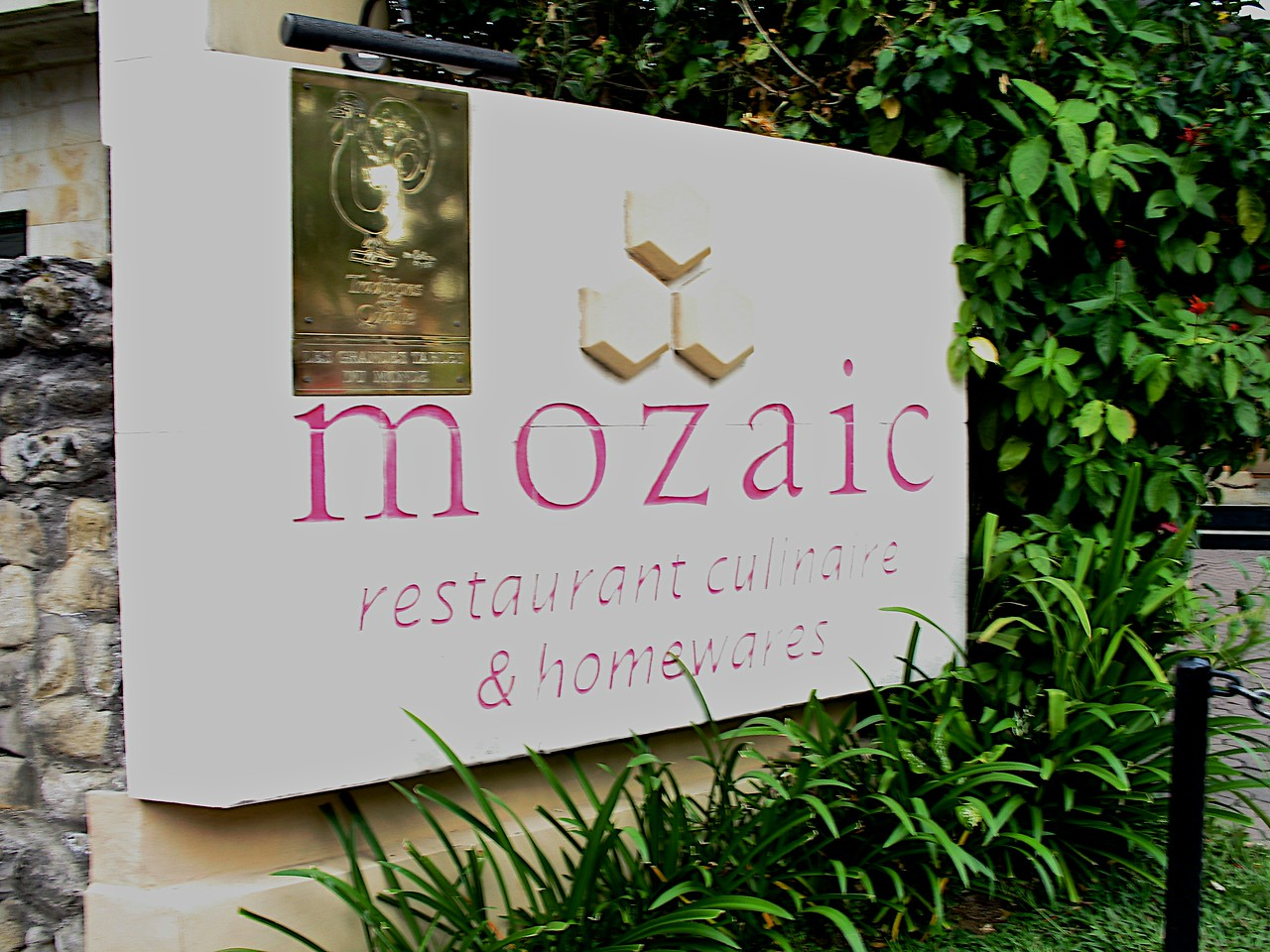 Mozaic is a top rated restaurant that has high acclaim throughout the world.