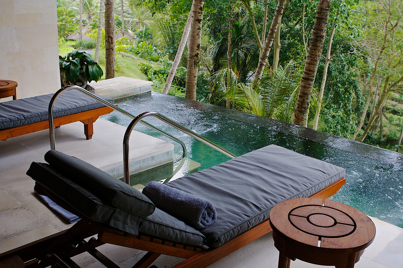 In addition to pools, there's also small jacuzzi areas throughout.