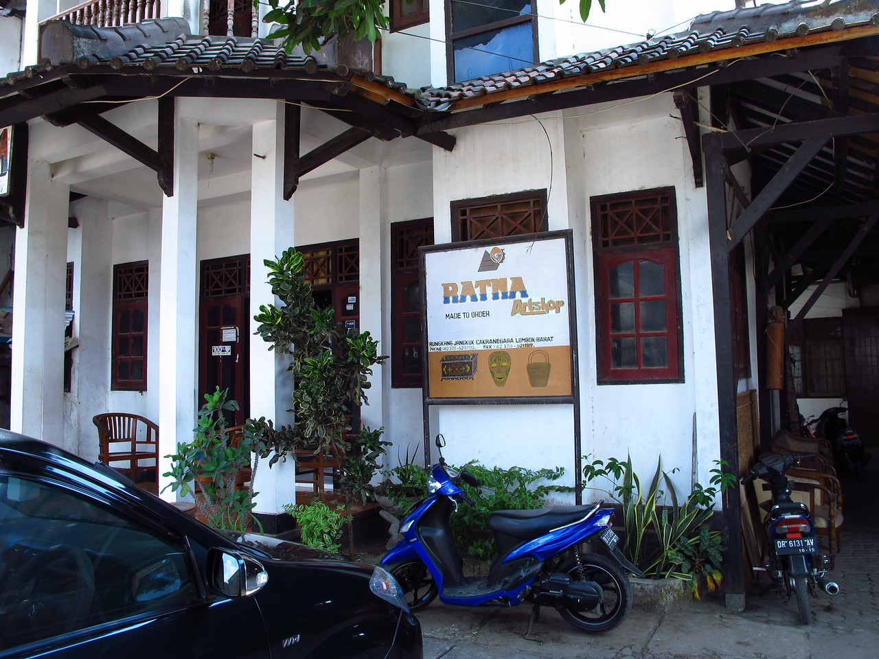 Ratna Art Shop is a small wood crafts artshop in a small artists community outside, Mataram, the largest city in Lombok.  They specialize in lacquered furniture and carved wood pieces.
