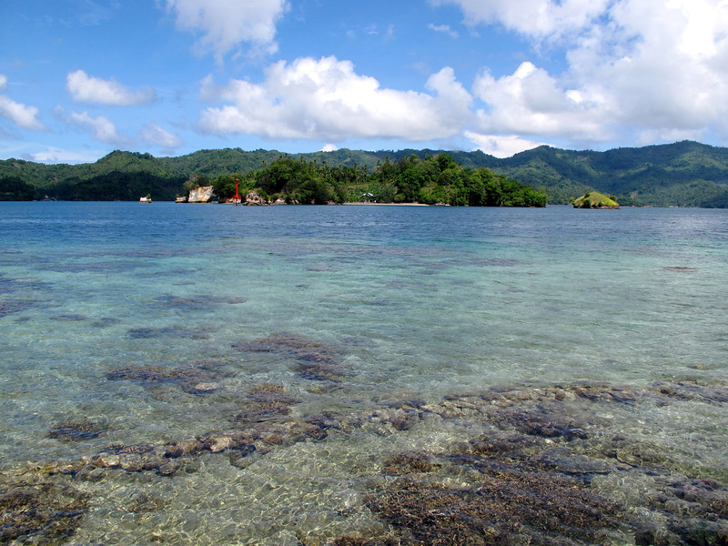 The water in the Lembeh Strait is extremely clear, although from time to time trash does wash up on the beach due to all the heavy boat traffic.