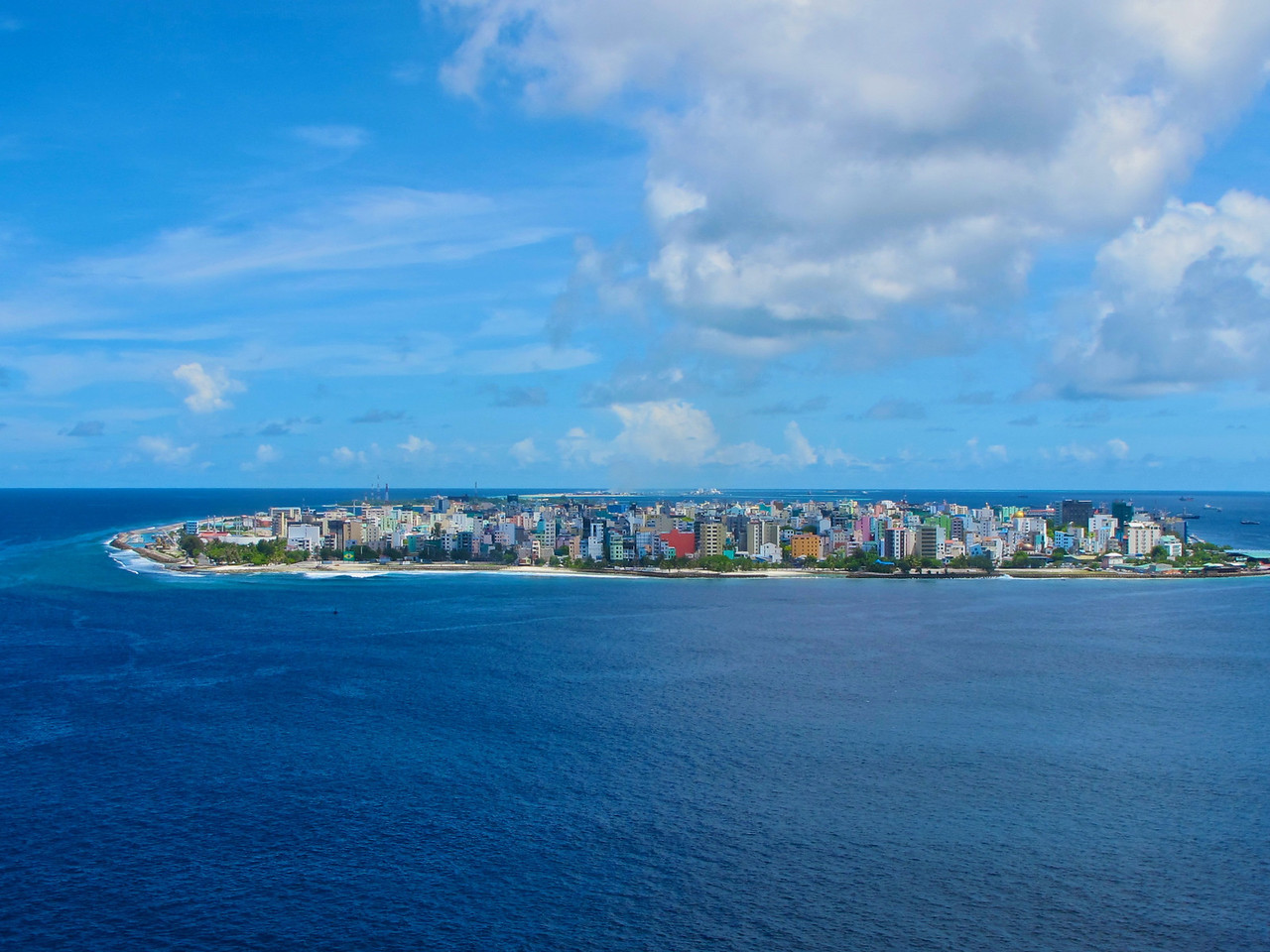 The <br /> Maldives's capital and largest city is Malé, with a population of 103,693 (2006). It is located at the southern edge of North Malé Atoll, in the Kaafu Atoll.