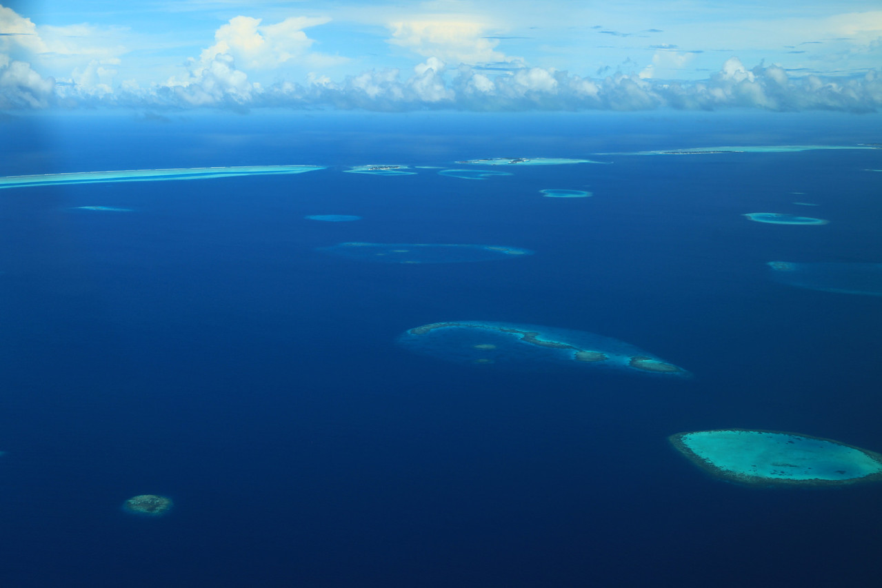 The atolls are composed of live coral reefs and sand bars, situated atop a submarine ridge 960 kilometres  (575 miles) long that rises abruptly from the depths of the Indian Ocean and runs from north to south.