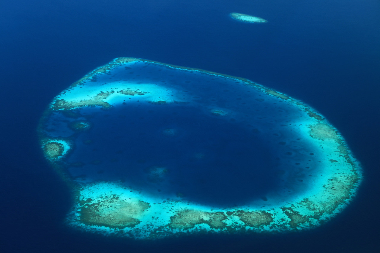 The reef is composed of coral debris and living coral. This acts as a natural barrier against the sea, forming lagoons. Other islands, set at a distance and parallel to the reef, have their own protective fringe of reef. The barrier reefs of the islands protect them from the storms and high waves of the Indian Ocean.