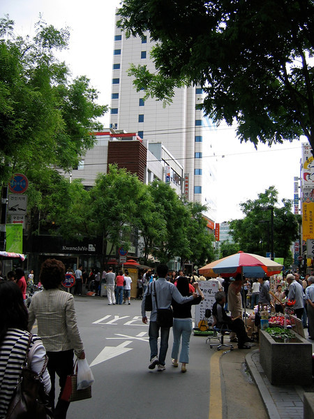 We make our way to Insadong, a large shopping area where the main street is closed off on weekends.