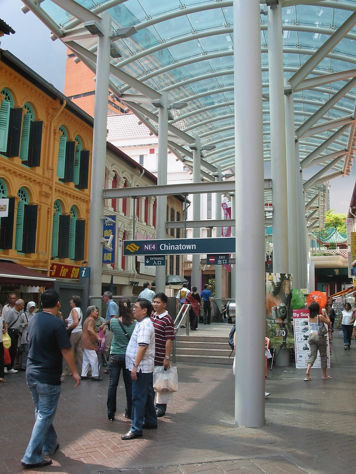 Singapore's Chinatown evolved around 1821 when the first Chinese junk arrived from Xiamen, Fujian province in China. The passengers, all men, set up home around the south of the Singapore River which is known today as Telok Ayer.