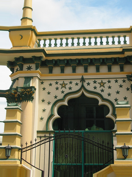 Architect Denis Santry of Swan and Maclaren adopted a Saracenic style, incorporating minarets and balustrades. The mosque was completed after four years in 1928.