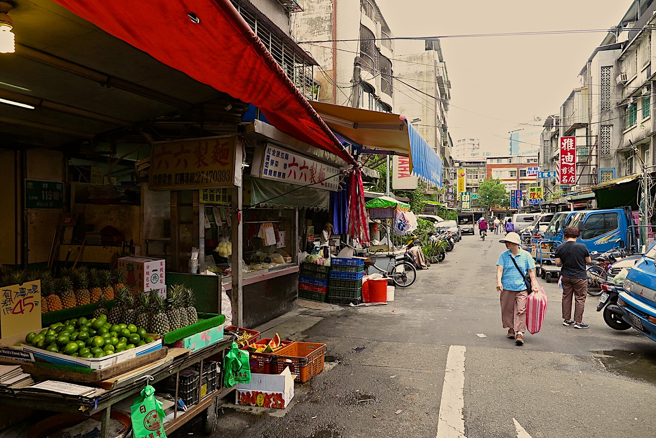 We visited the XinYi market area near the Yongchun station in Taipei.