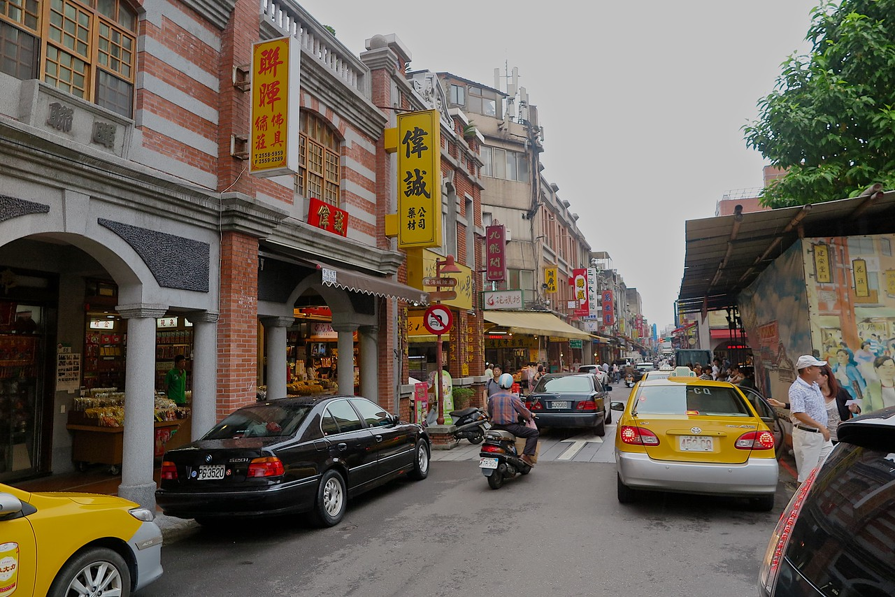 Dihua Street is a street located in the Dadaocheng area Taipei. <br /> <br /> Being the oldest street in Taipei (with sections in existence since the rule of Dutch Formosa from 1624–1661), its architecture has been under preservation and conservation efforts by the city. <br /> Modern Dihua Street along with its surrounding neighborhood and streets, known as the Dihua Street commercial loop, remain one of the most commercially active in Taipei with transactions in excess of 3 billion US dollars.