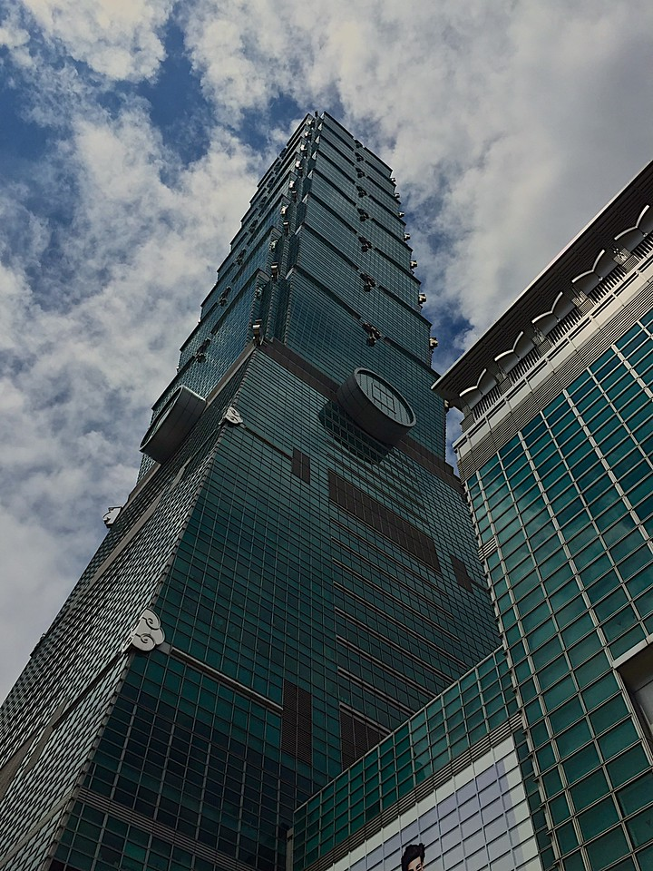 Taipei 101 is a landmark supertall skyscraper in Xinyi District, <br /> <br /> The building was officially classified as the world's tallest in 2004, and remained such until the opening of Burj Khalifa in Dubai in 2010. <br /> <br /> In 2011, the building was awarded the LEED platinum certification, the highest award according the Leadership in Energy and Environmental Design (LEED) rating system, and became the tallest and largest green building in the world