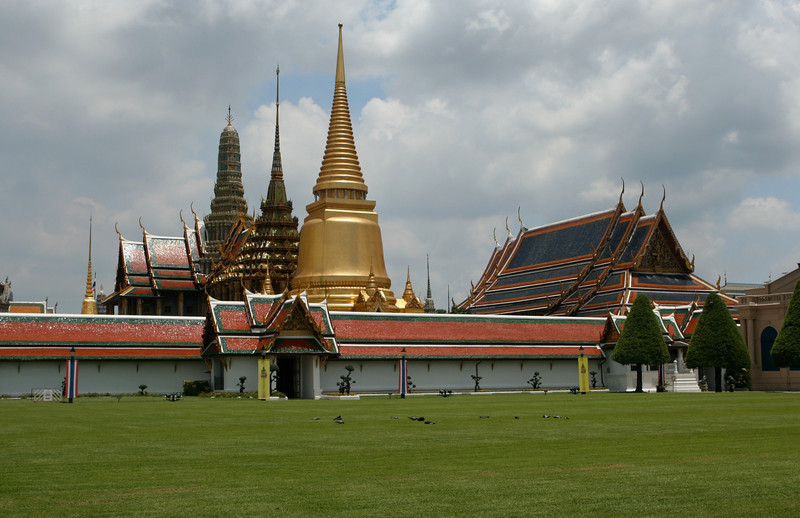The first stop in the Temple side of the complex is the Phra Sri Rattana or the Golden Chedi.