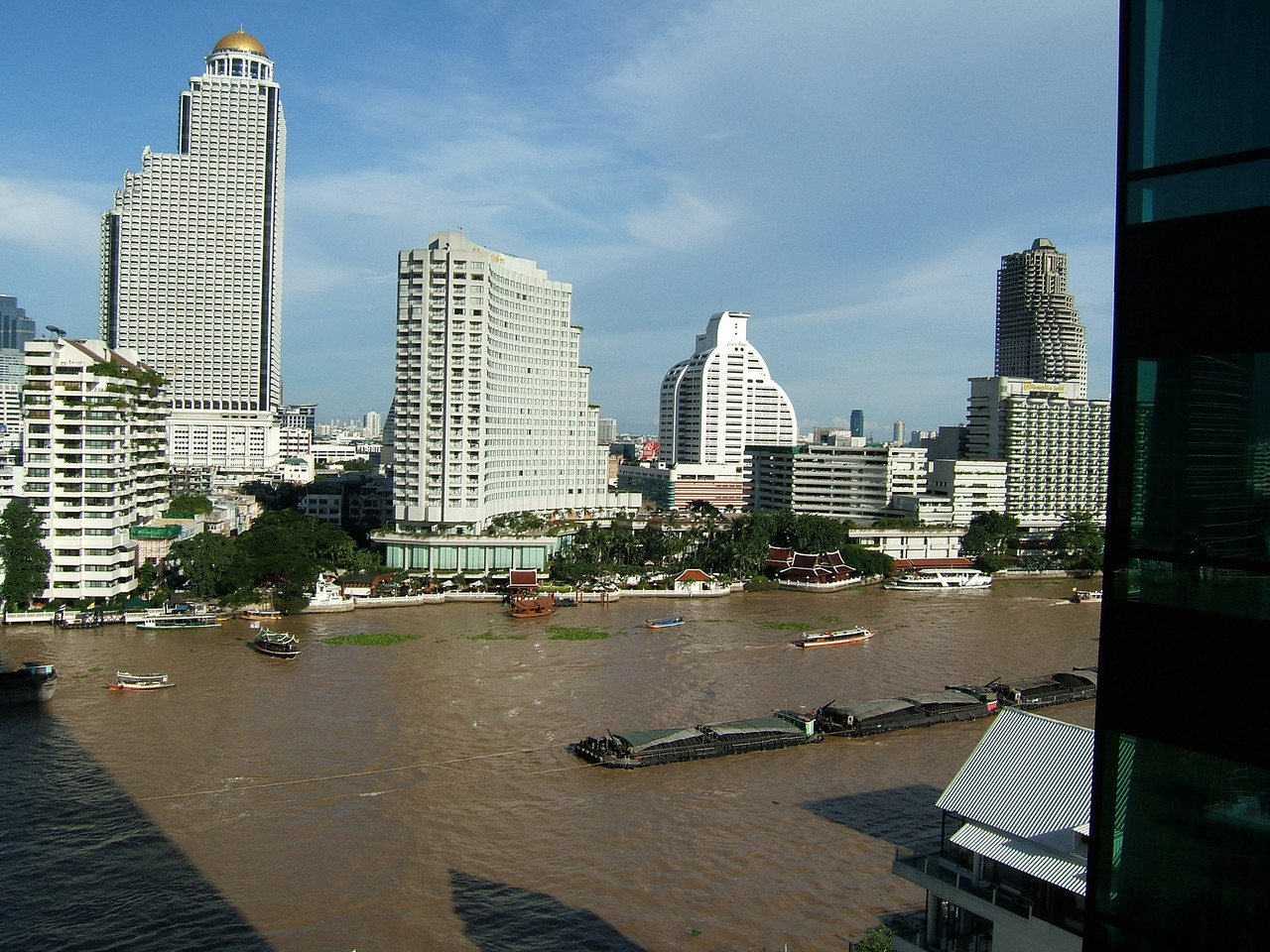 Here are some views of the Chao Praya river from the Peninsula rooms.