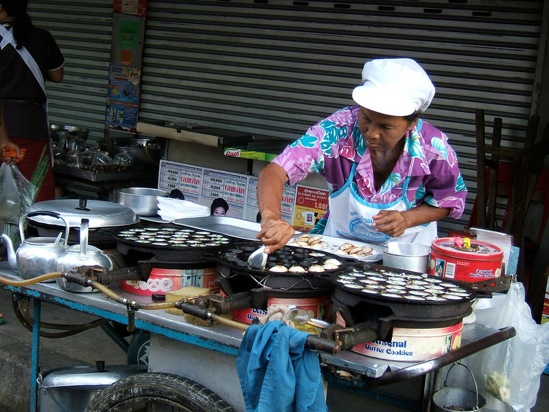 On our way to the Floating Market in Damnern Saduak, we stop to sample this roadside vendors morning edibles.