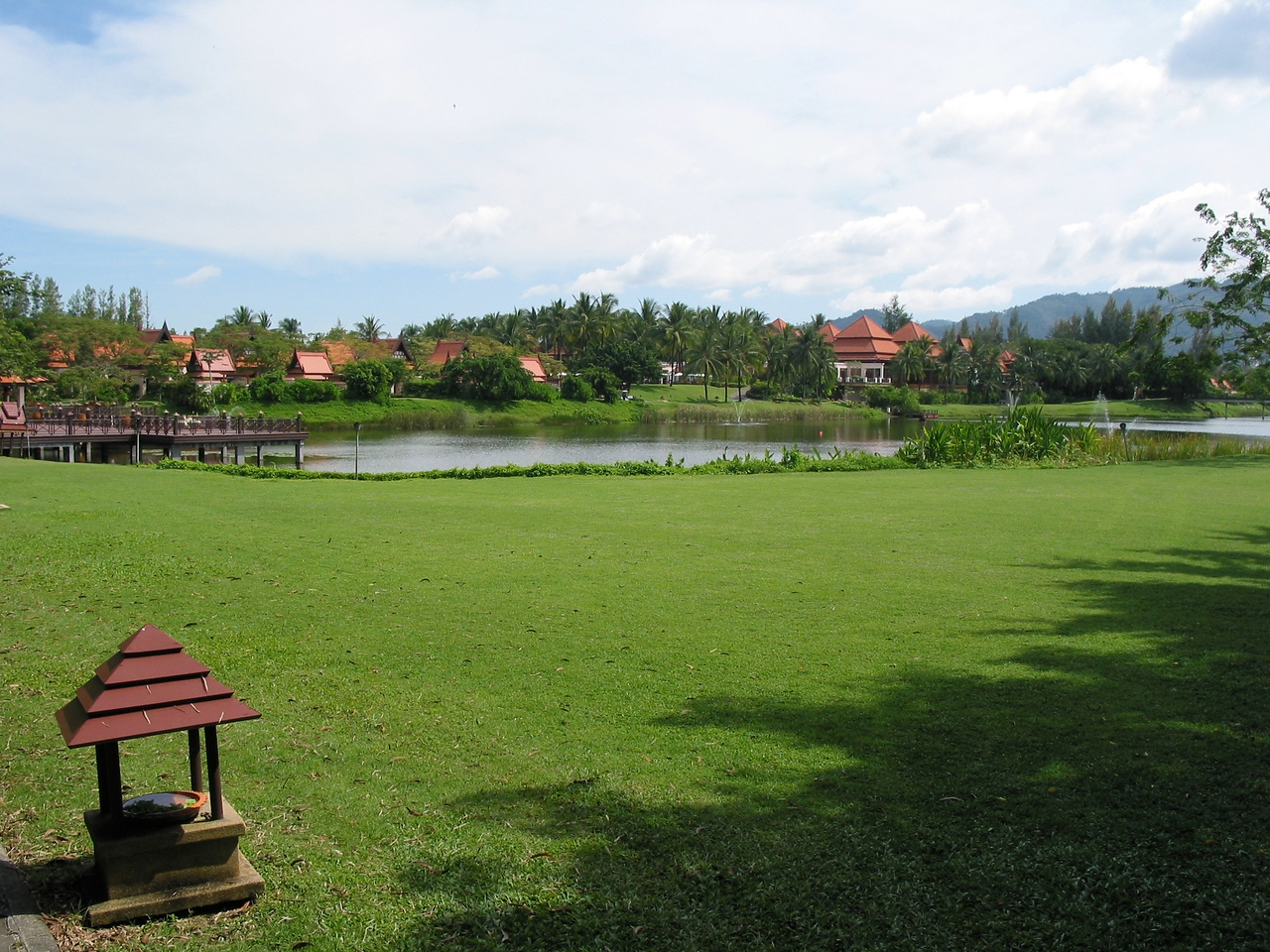 Besides the large, spacious grounds of the hotel, the resort also features an 18 hole golf course.