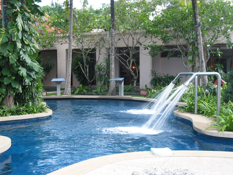 With many unique areas, there are waterfalls, jacuzzi jets and more.