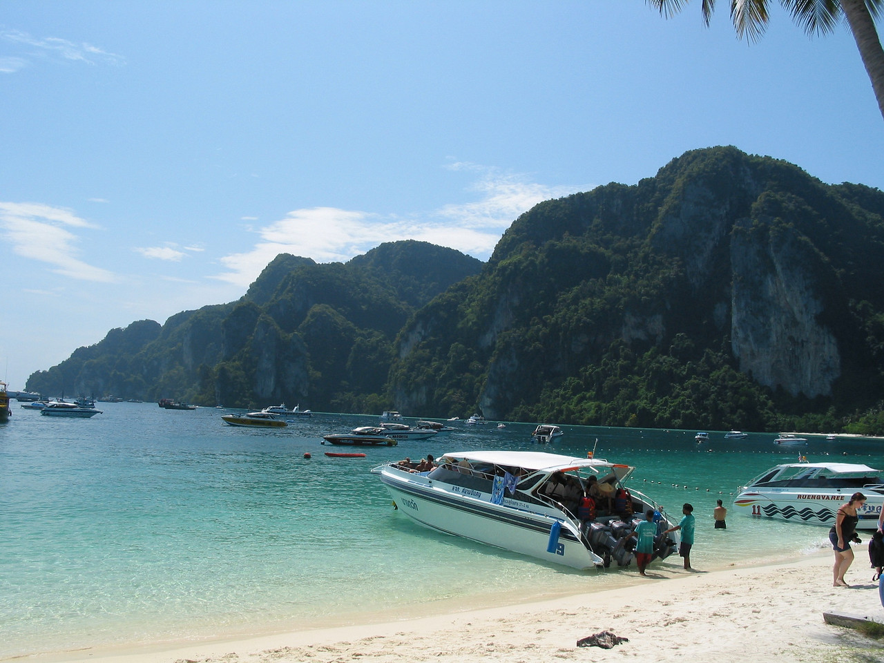 Koh Khai Nok is a great place for a short stop to spend some time on the beach.