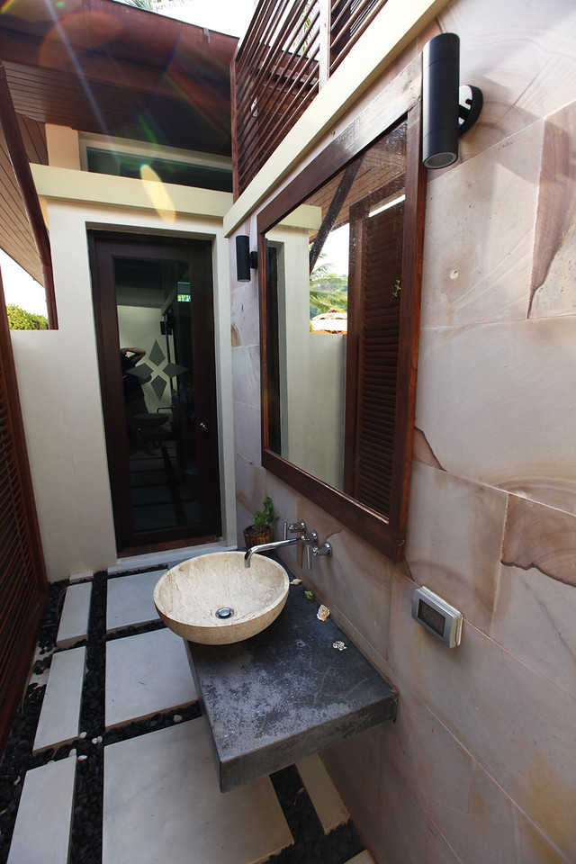 ..and an outdoor sink and bathroom.
