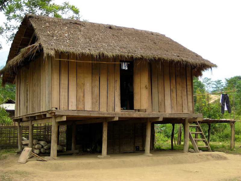 Village homes are usually built extremely close to each other, Many families still live in thatched houses. The main entrance to most homes is in the center of the long side, directly before the family ancestral altar.