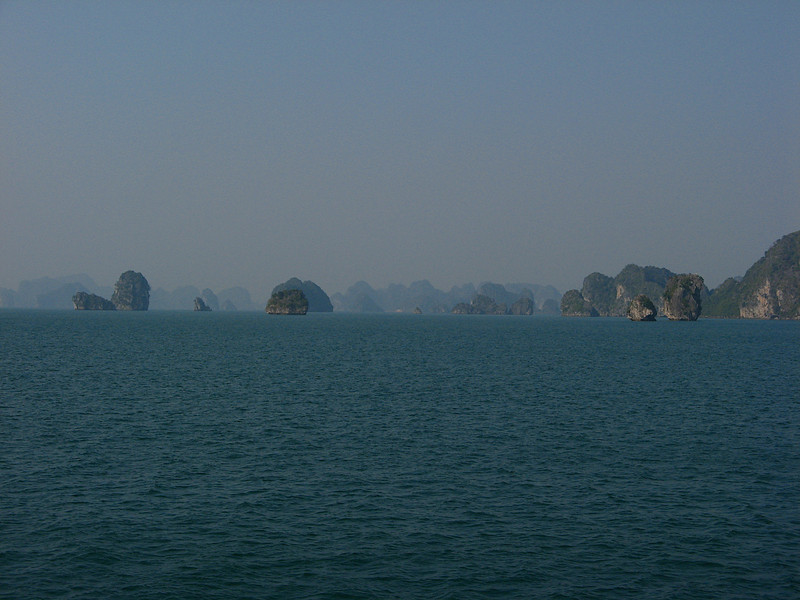 The bay features thousands of limestone karsts and isles in various sizes and shapes. <br /> <br /> Ha Long Bay has an area of around 1,553 km2, including 1,960–2,000 islets, most of which are limestone. The core of the bay has an area of 334 km2 with a high density of 775 islets.