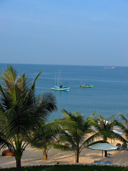 Local fishing boats pass by the hotel in the Gulf.