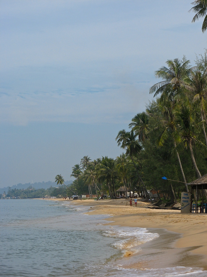 There are plenty of smaller hostel type hotels down the beach.