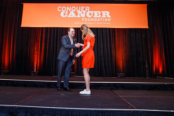 Special Merit Award Recipient Mette van Ramshorst, MD, with Thomas G. Roberts, Jr., MD, Chair of the Conquer Cancer Foundation Board of Directors, during 2017 Grants & Awards Ceremony and Reception