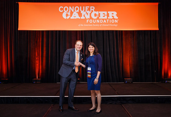 2017 Young Investigator Award Recipient Surbhi Sidana, MD with Thomas G. Roberts, Jr., MD, Chair of the Conquer Cancer Foundation Board of Directors, during 2017 Grants & Awards Ceremony and Reception