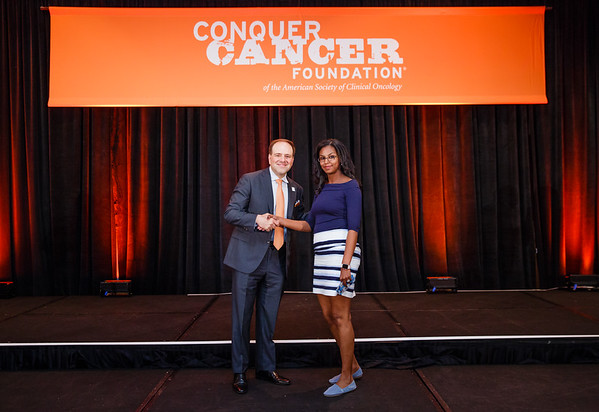 2017 Resident Travel Award Recipient Eden Biltibo, MD with Thomas G. Roberts, Jr., MD, Chair of the Conquer Cancer Foundation Board of Directors, during 2017 Grants & Awards Ceremony and Reception