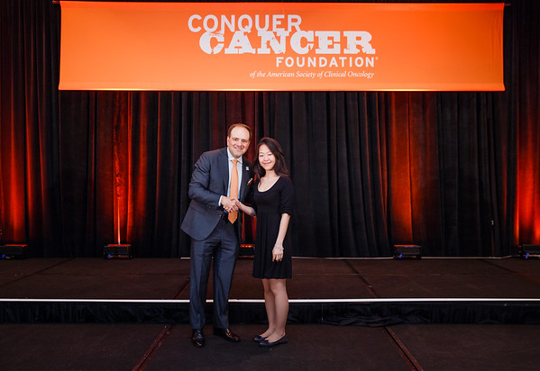 2017 Young Investigator Award Recipient May Tun Saung, MD with Thomas G. Roberts, Jr., MD, Chair of the Conquer Cancer Foundation Board of Directors, during 2017 Grants & Awards Ceremony and Reception