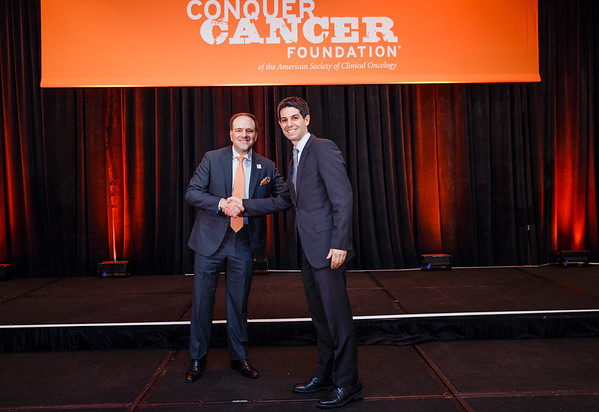 2017 Young Investigator Award Recipient Mark Yarchoan, MD with Thomas G. Roberts, Jr., MD, Chair of the Conquer Cancer Foundation Board of Directors, during 2017 Grants & Awards Ceremony and Reception