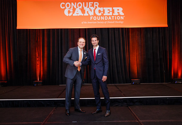2017 Young Investigator Award Recipient George Nahas, DO with Thomas G. Roberts, Jr., MD, Chair of the Conquer Cancer Foundation Board of Directors, during 2017 Grants & Awards Ceremony and Reception