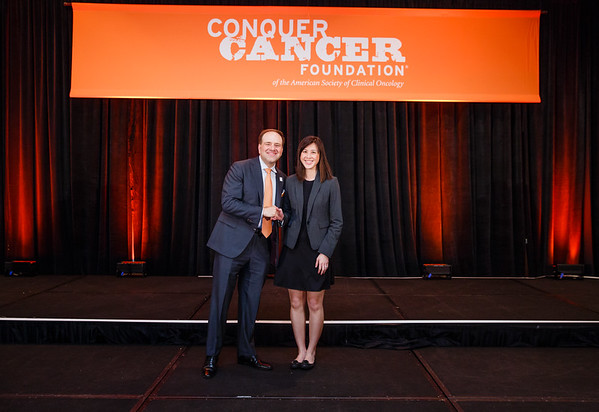 2017 Young Investigator Award Recipient Wei-Chu Victoria Lai, MD with Thomas G. Roberts, Jr., MD, Chair of the Conquer Cancer Foundation Board of Directors, during 2017 Grants & Awards Ceremony and Reception